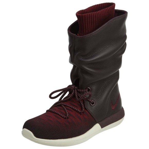 san francisco 9a115 71d26 Women s Nike Roshe Two HI Flyknit Boots. M 5c69ee9e819e90f23c5bf9a1